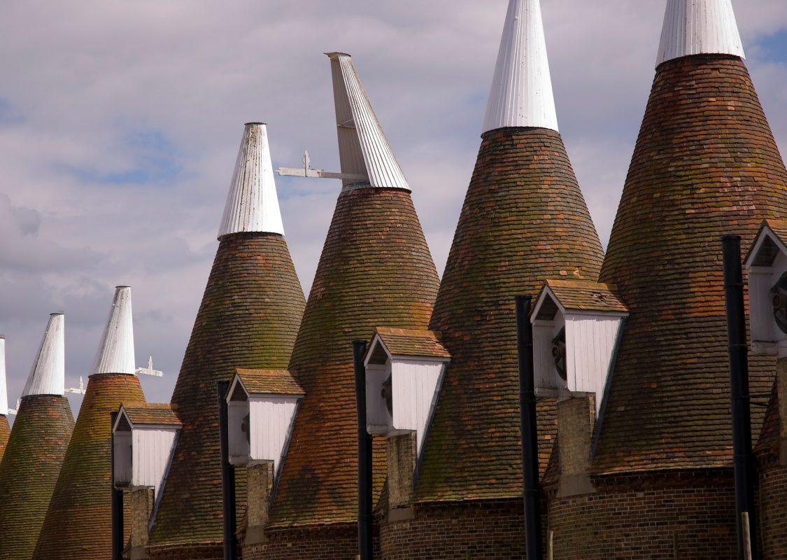 macknade-oasthouse-chimneys