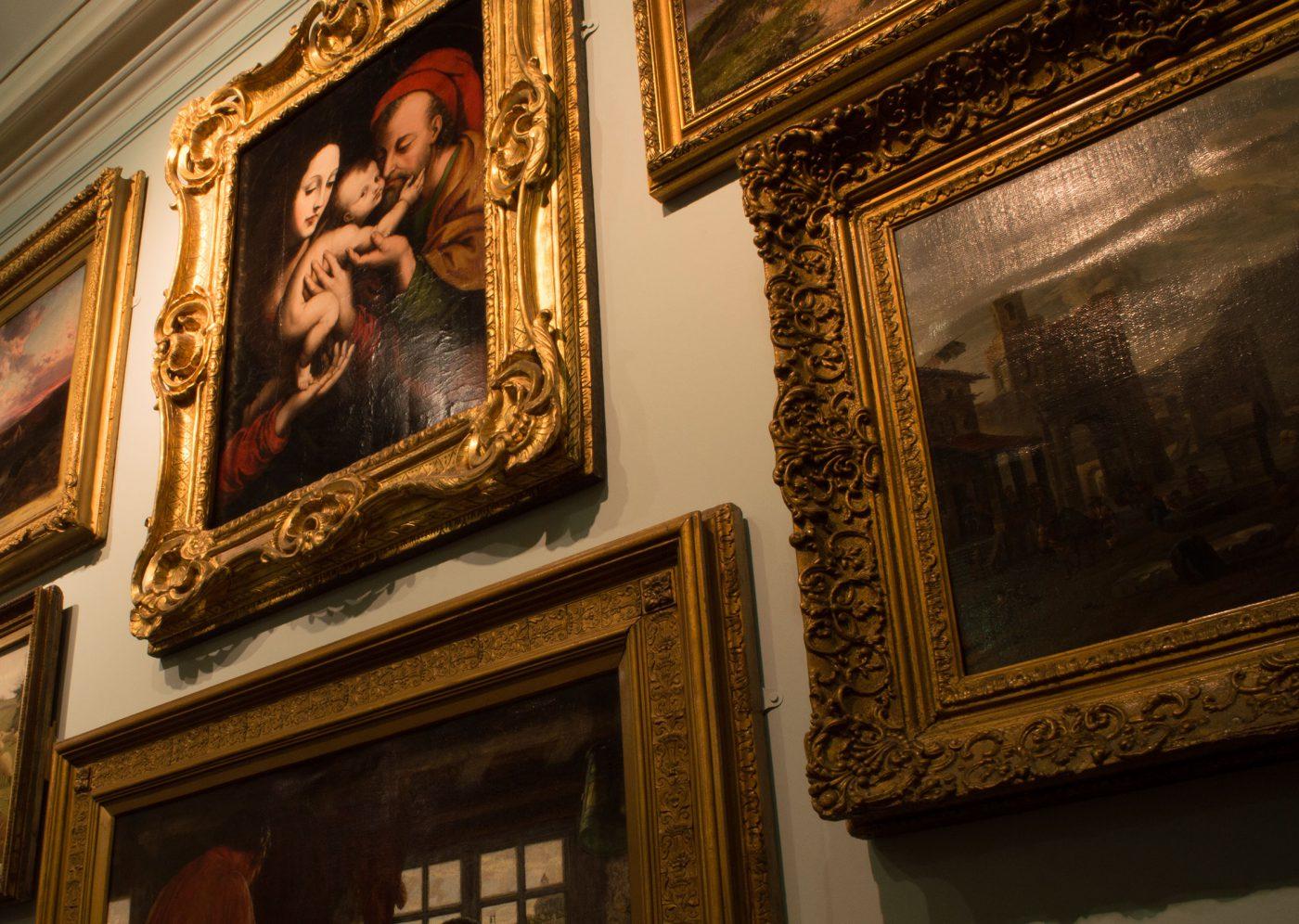 museum-paintings-closeup