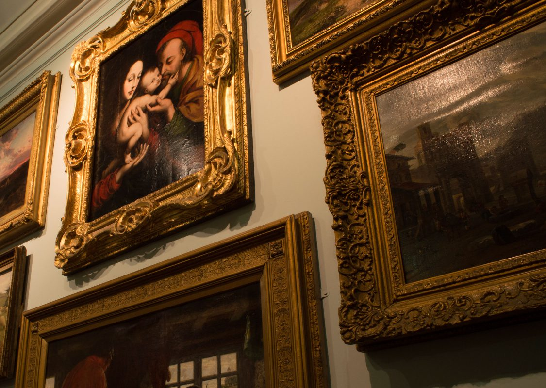 museum-paintings-closeup